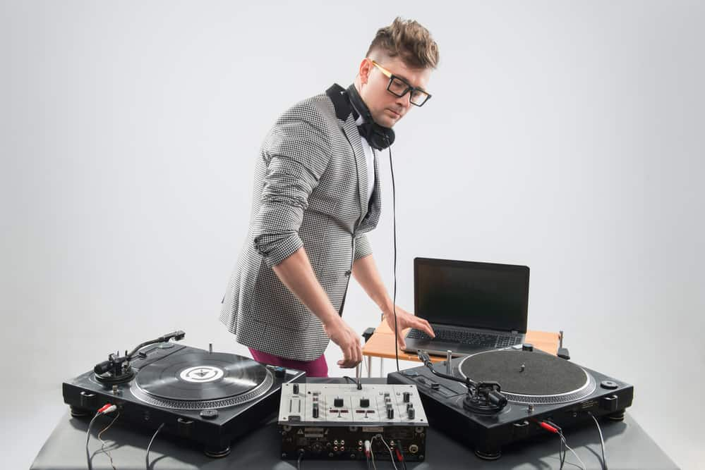 15 Best DJ Turntables in 2020 [Buying Guide] BestDJStuff