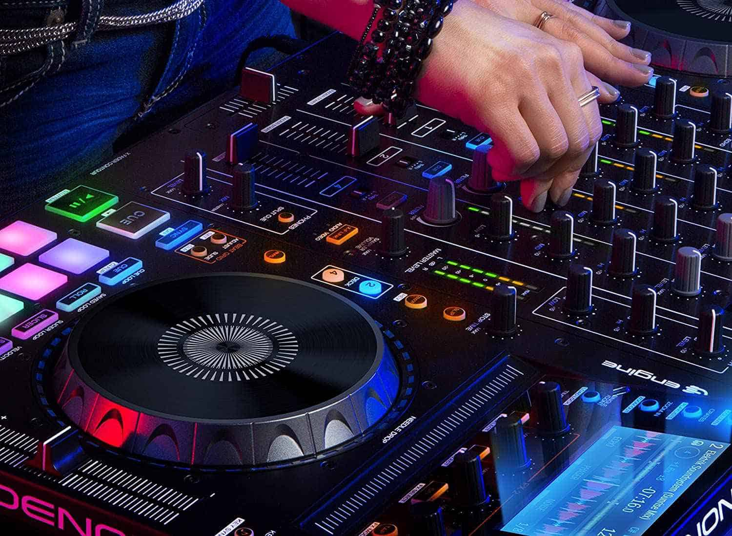 10 Best DJ Controllers in 2020 & Buying Guide BestDJStuff
